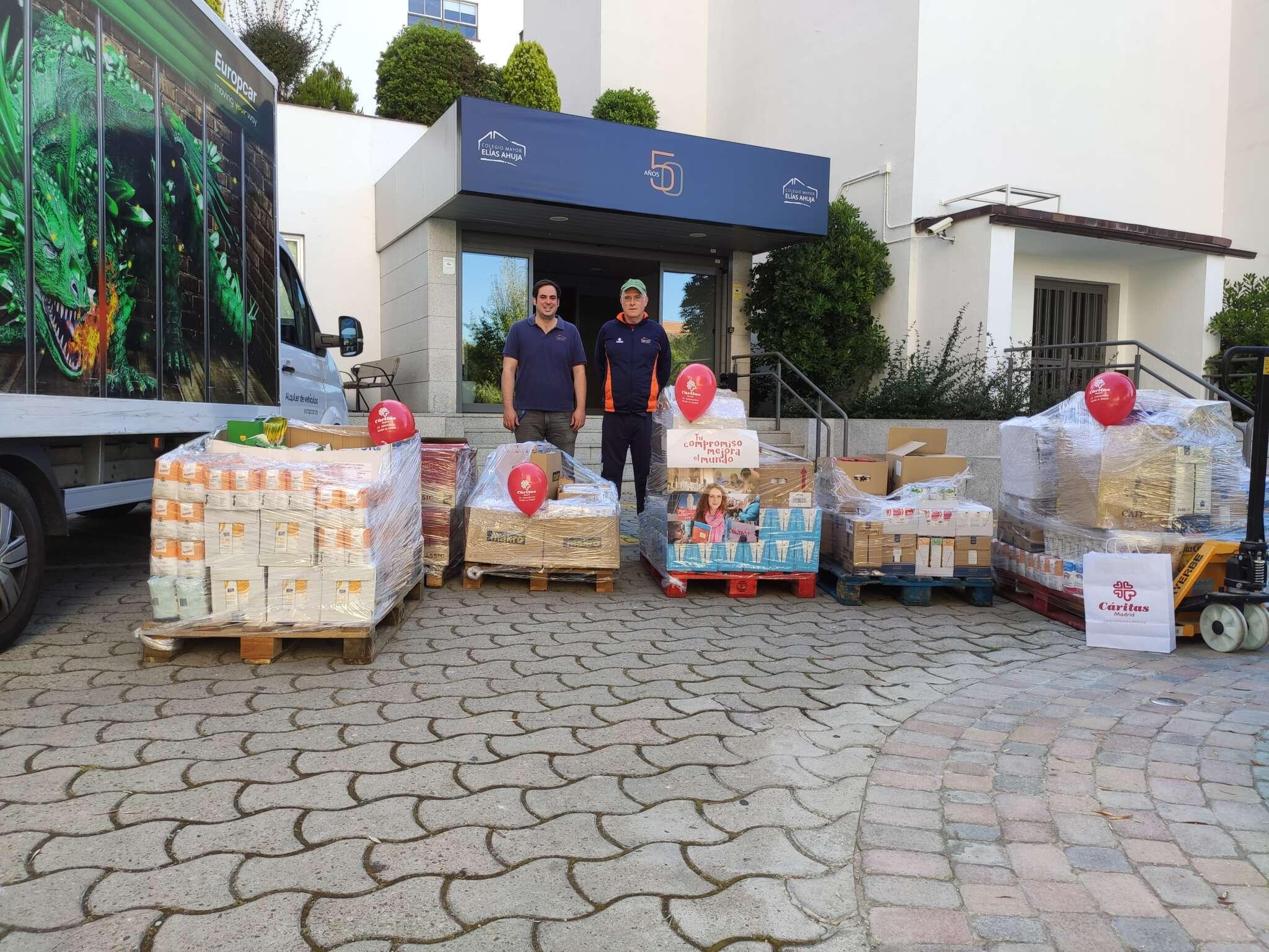 Los estudiantes del Colegio Mayor Elías Ahuja han lanzado una campaña solidaria con el dinerio que habían recaudado para la fiesta de fin de curso.