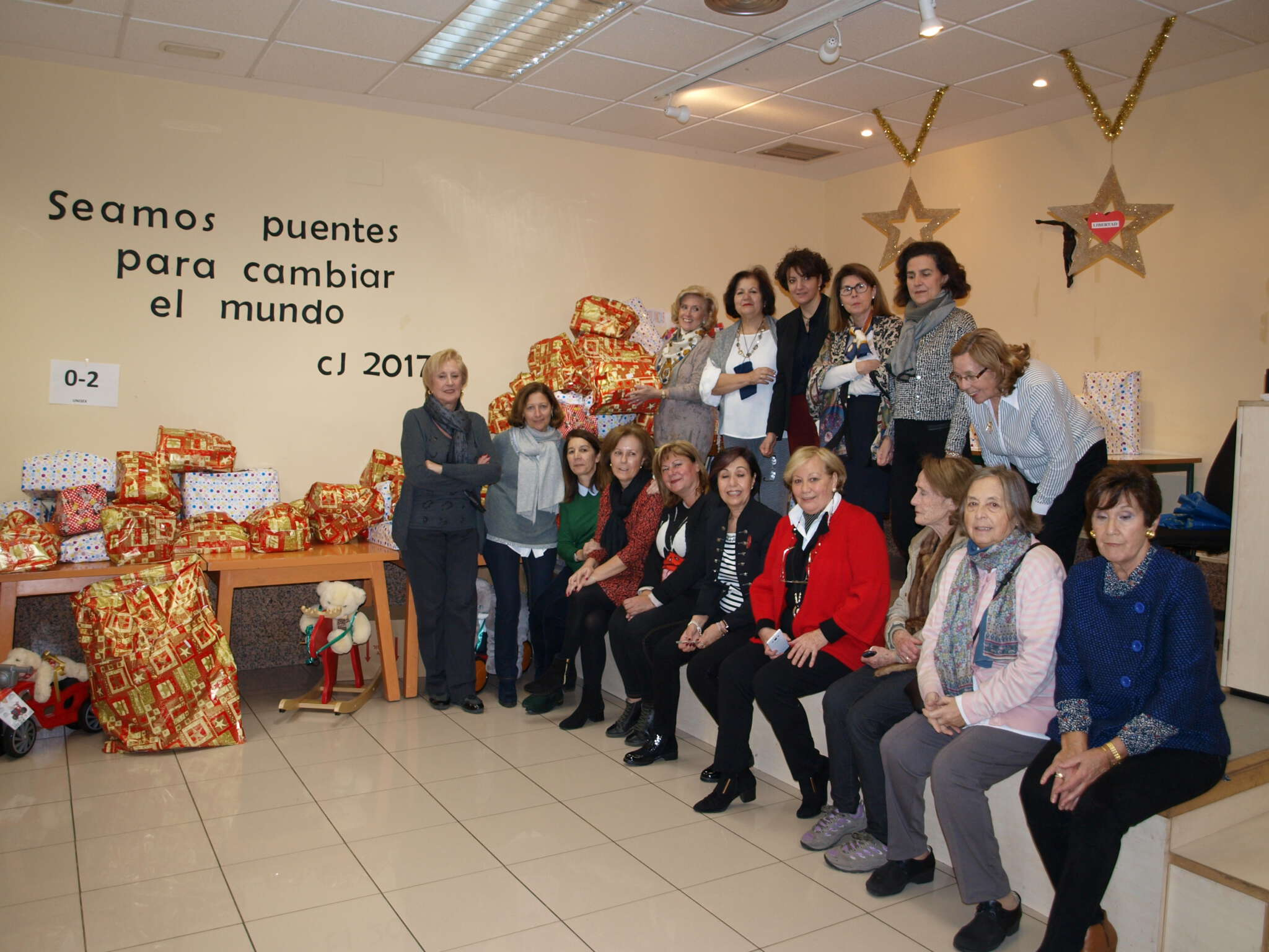 A partir del año 1986, y proclamado por las Naciones Unidas, se conmemora el 5 de diciembre el Día Internacional de los Voluntarios.