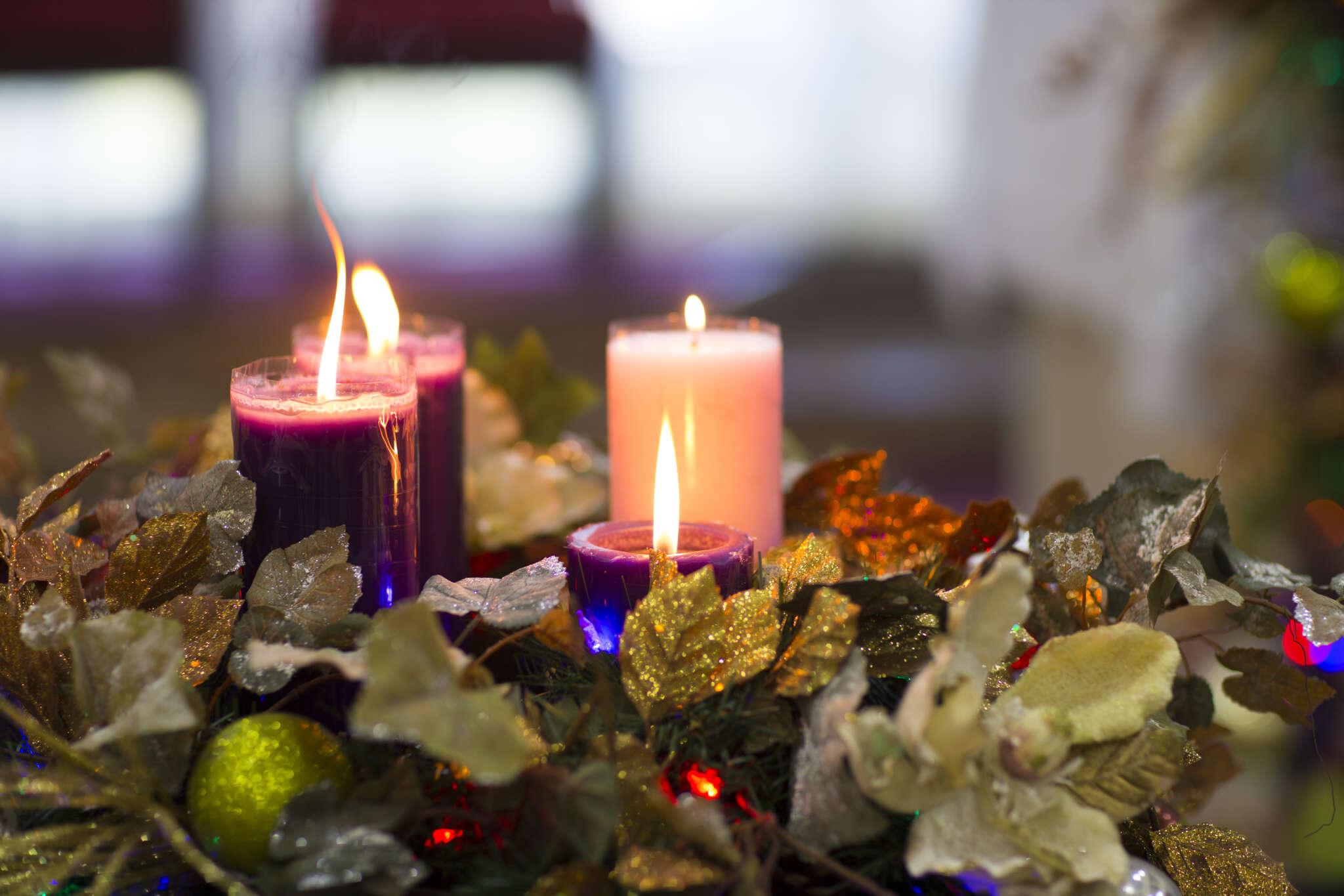 En las parroquias y en muchos hogares, ayer se encendió la segunda vela de la Corona de Adviento, una tradición que ayuda a preparar la Navidad.
