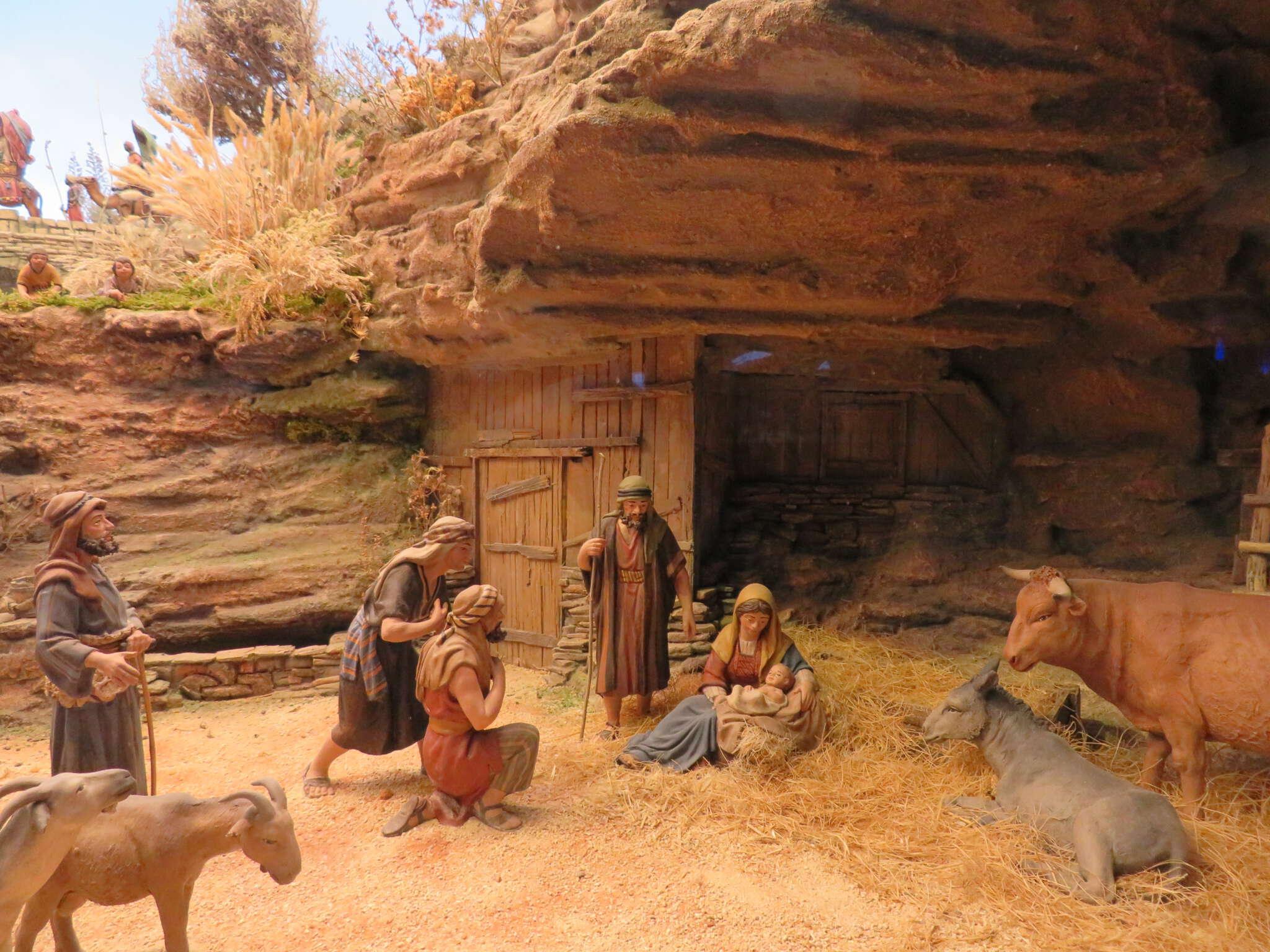 Poner el belén es una de las principales tradiciones del Adviento. El origen de los belenes se atribuye a San Francisco de Asís en la Navidad del S.XIII.