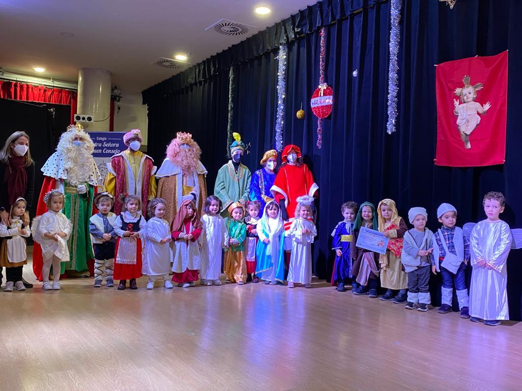 En los días previos a la Navidad, los colegios agustinos reciben la visita de Sus Majestades los Reyes, que recogen las cartas de los más pequeños.