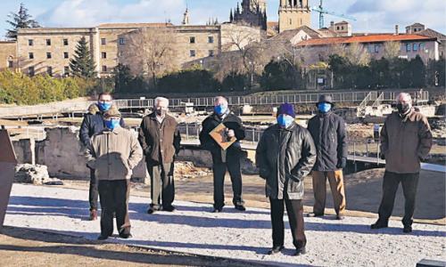 Nueve religiosos agustinos de la comunidad de Salamanca realiza una emocionante visita a las ruinas del antiguo convento de San Agustín.