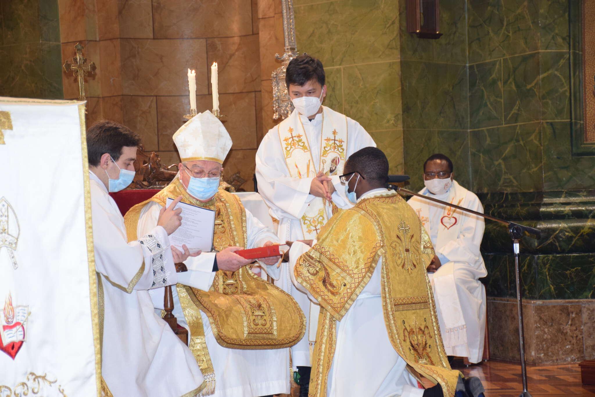 Los religiosos agustinos Fr. Aidan Kalinga (Tanzania) y Fr. Charles Chukwuebuka (Nigería) ordenados diáconos en la Parroquia San Agustín de Valladolid.