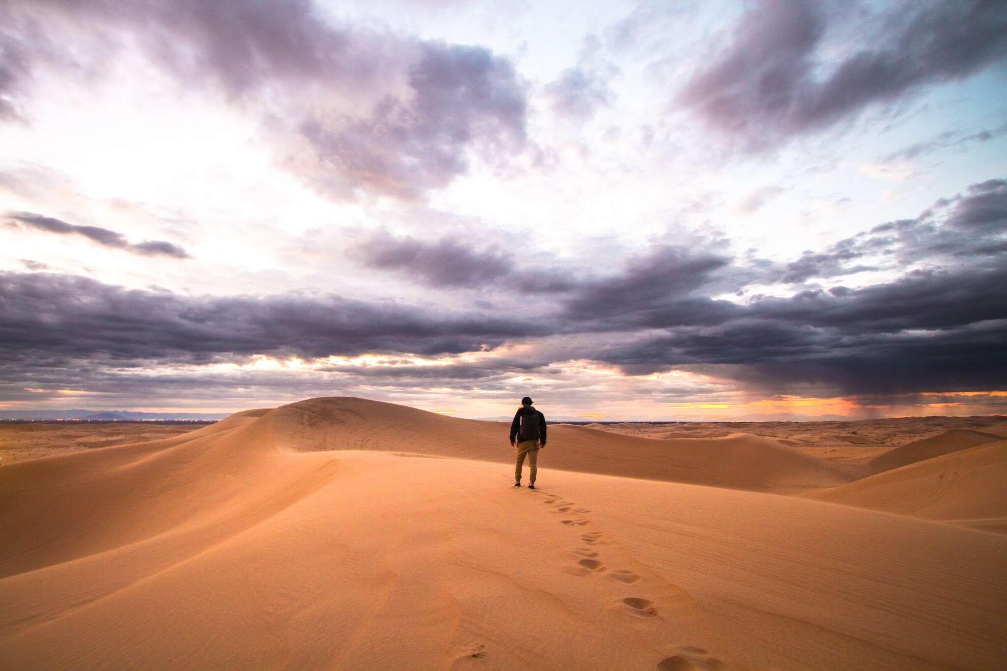 En este primer domingo la mirada se orienta al desierto. El desierto como lugar y tiempo de llamada fuerte a la conversión.