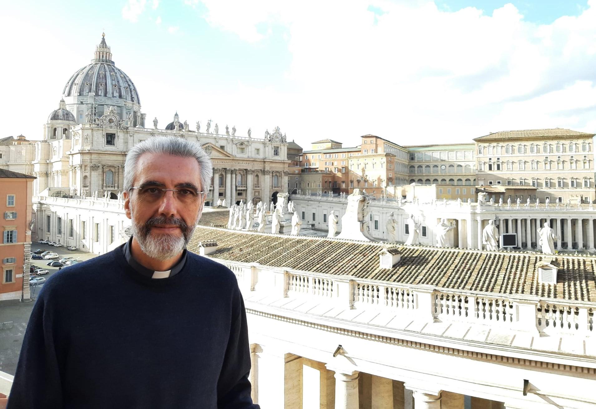 El P. Luis Marín O.S.A y Sor. Nathalie Becquart I.J. han sido nombrados por el Papa para trabajar con los obispos de la Iglesia.