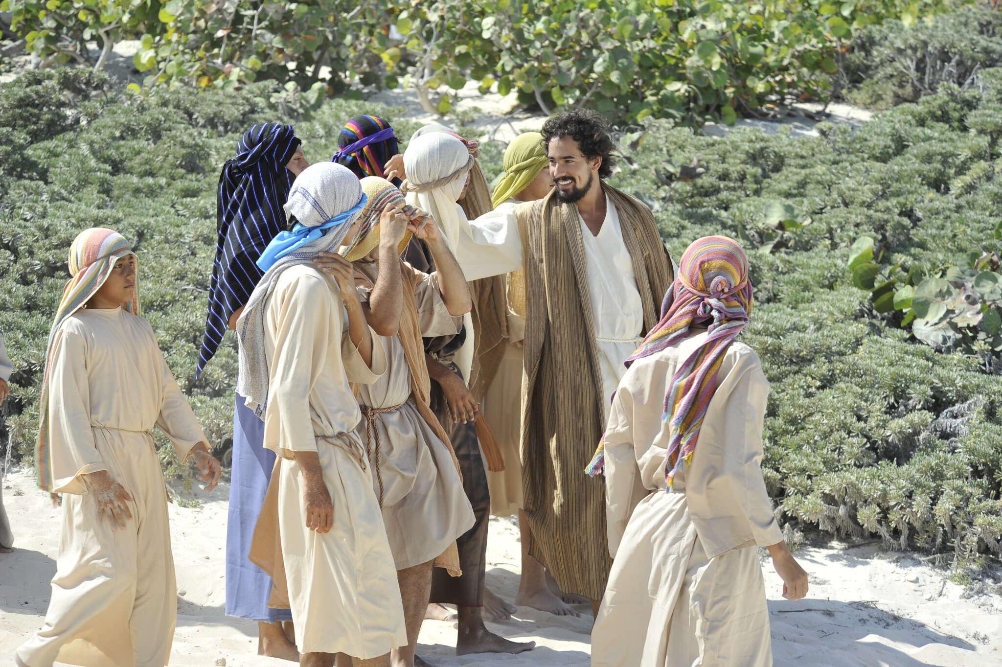 A lo largo de la Pascua, Jesús mantiene varios encuentros con sus discípulos y amigos, pero a ellos no siempre les resulta fácil reconocerle.