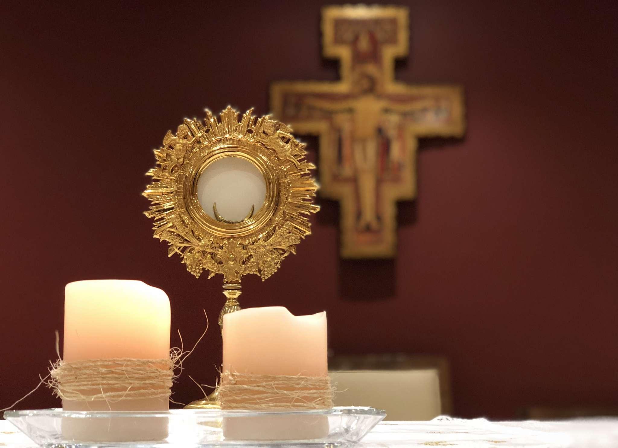 Después del milagro de la multiplicación de los panes el Evangelio de San Juan nos presenta el discurso sobre el pan de vida.