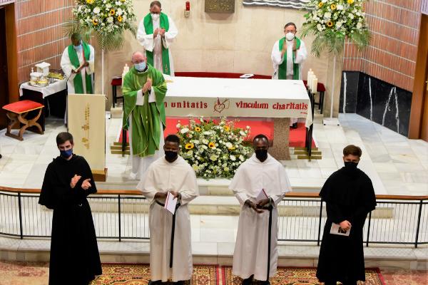 Profesión de los Votos Solemnes en la Orden de San Agustín de Fr. Mar Lou Conrad Sto. y Fr. Pedro Miguel Santos.