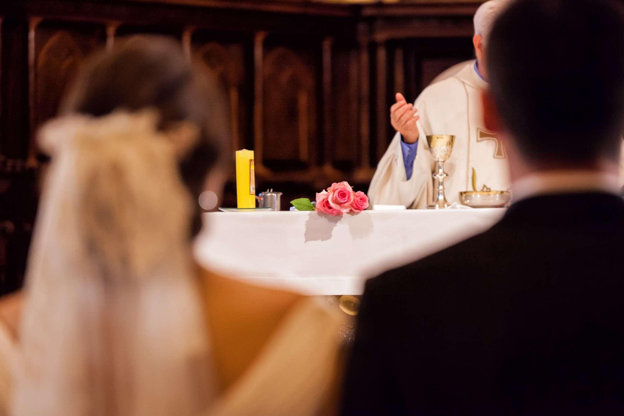 El Evangelio del 3 de octubre tiene como tema central el matrimonio. La unión del hombre y la mujer ha sido bendecida y santificada por Dios.